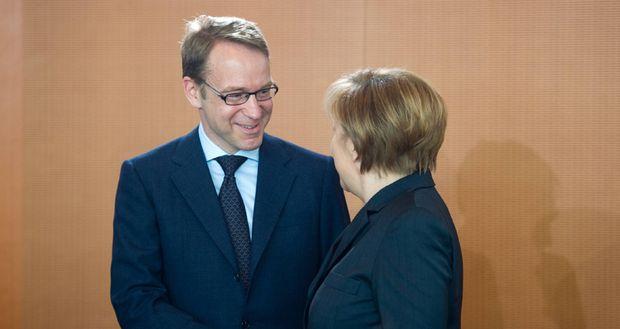 Berlin Bundeskanzlerin Angela Merkel CDU und Bundesbankpr�sident Jens Weidmann am Mittwoch 12 03
