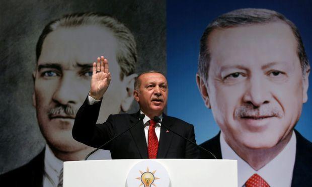 Türkische Lira plus fünf Prozent - Erholung von Rekordtief
