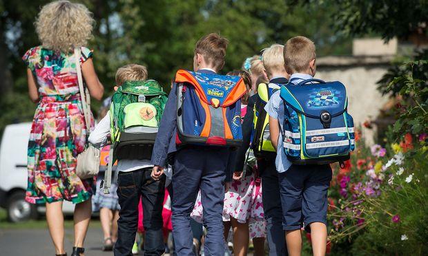 Jugendliche in Deutschland brauchen im Schnitt 27 Minuten um in die Schule zu kommen.