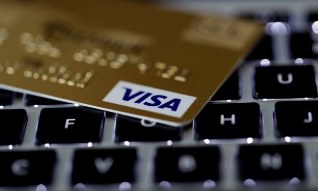 Kreditkartenbetreiber Visa spiele etwa bei der globalen Umstellung von Bar- auf elektronische Zahlungen eine führende Rolle.