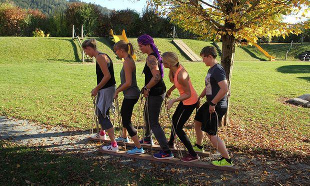 """Die Teilnehmerinnen des Trainerlehrgangs zum Anti-Adipositas-Projekt """"Down & Up"""" lernen im Selbstversuch Methoden zur Bewegungsmotivation kennen."""