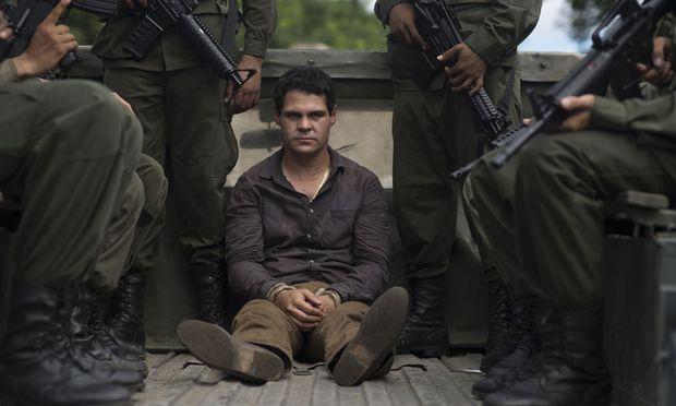 Erwischt: El Chapo, hier dargestellt von Marco de la O. Der echte Joaquín Guzmán ist zweimal aus dem Gefängnis geflohen – und wurde zweimal wieder gefasst: Im Jänner wurde er an die USA ausgeliefert, wo er seither in Einzelhaft in einem Hochsicherheitsgefängnis sitzt.