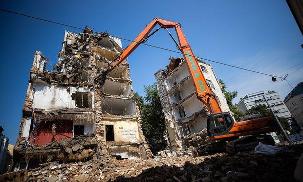 Die verheerende Explosion forderte zwei Todesopfer. Dás beschädigte Haus wurde inzwischen abgetragen.