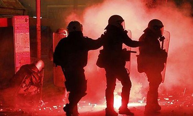 Dutzende Verletzte bei Ausschreitungen in Athen
