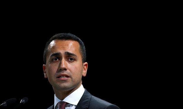 Vize-Ministerpräsident Luigi Di Maio gab zudem die Kürzung der Verteidigungsausgaben um eine halbe Milliarde Euro bekannt.