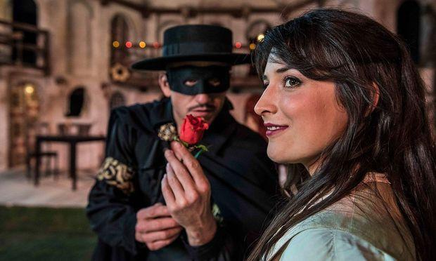 Armin Kahl als Zorro und Franziska Kemna als Luisa beim neuen Musicalsommer in Winzendorf.