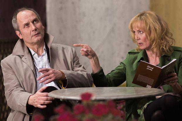 Erschrocken über die Vergänglichkeit: Hippolyte Girardot als Arzt mit Sabine Azéma als seine Frau.