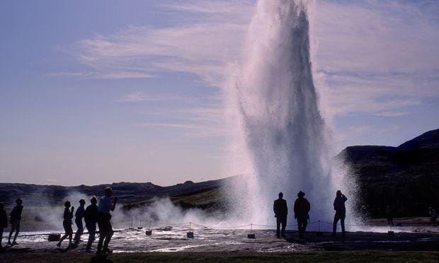 Verlässlichster Geysir Islands ist der Strokkur.
