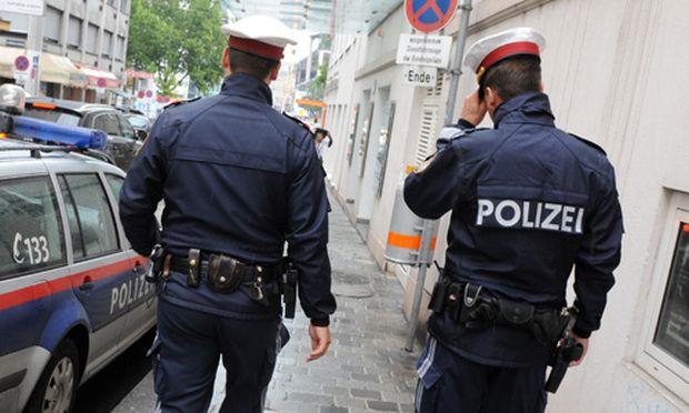 Amtsmissbrauch Tierschutzanwalt zeigt Polizisten