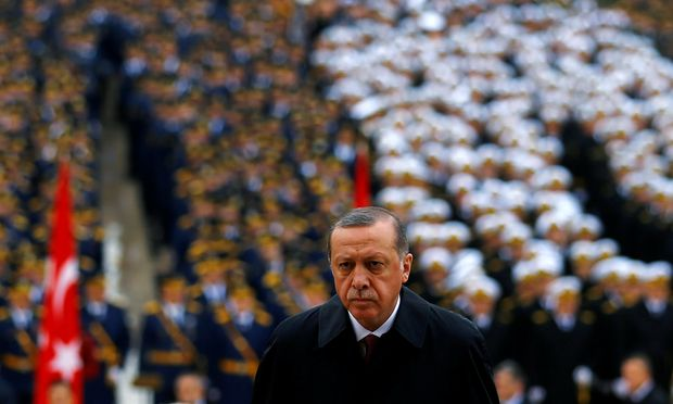 Fährt ungehemmt seinen autoritären Kurs: Trotz internationaler Kritik will Präsident Erdoğan die Todesstrafe in der Türkei wieder einführen.