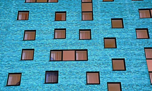 Für den Fensterrahmen gibt es drei Materialien: Holz, Alu und Kunststoff oder eine Kombination daraus.