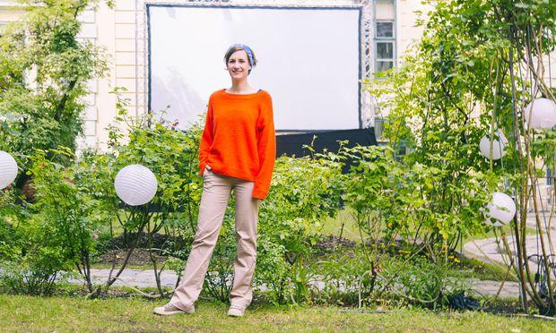 Lisa Mai organisiert im Juli und August das Kurzfilmfestival Dotdotdot im Garten des Volkskundemuseums.