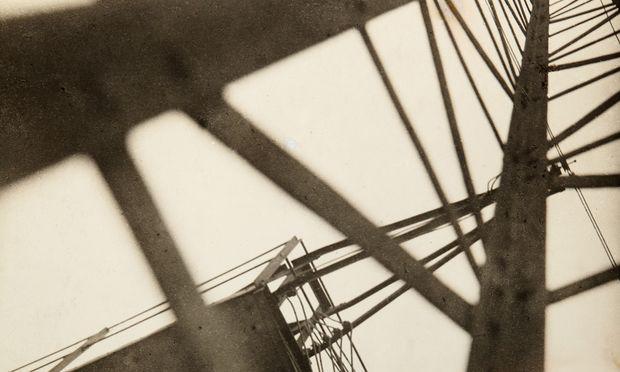 """""""Konstrukce"""" von Jaroslav Rössler ist eines der Westlicht-Toplose."""