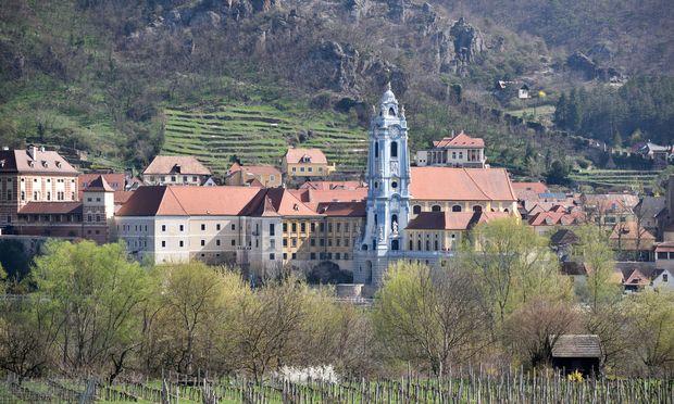 In den schmalen Gassen von Dürnstein in der Wachau spürt man den Ansturm von Touristen besonders stark.