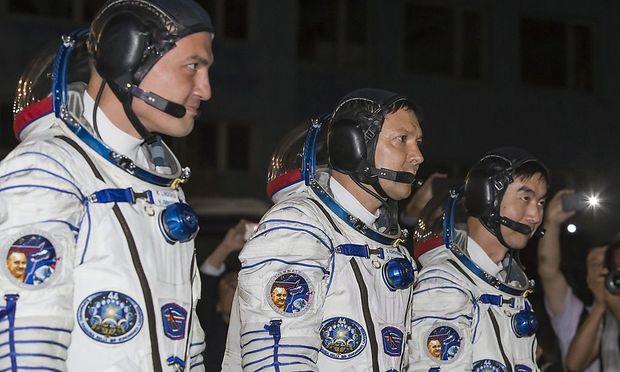 Drei Austronauten erreichen die ISS