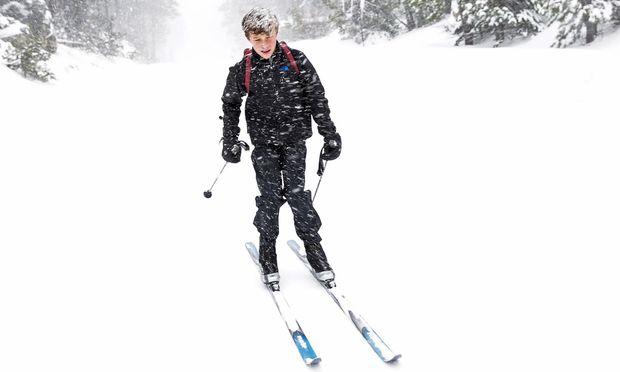 Skifahren, ein Kinderspiel: vom Herumkugeln zum Herumkurven.