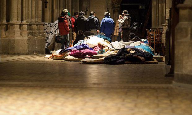 Die Flüchtlinge bleiben vorerst in der Wiener Votivkirche.