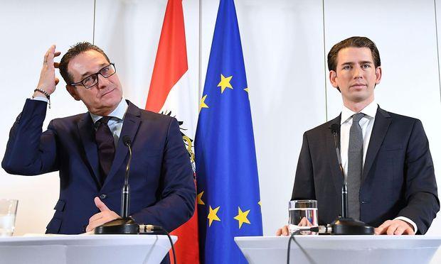 Strache (links) und Kurz schlagen sich die Nächte um die Ohren. Am Wochenende wird bis in die Morgenstunden verhandelt.