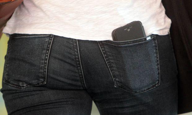 Handy statt Geldtasche? Digitale Lösungen setzen sich nur durch, wenn der Nutzer sie auch akzeptiert.
