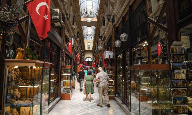 Lira fällt - Türkische Regierung sieht keine Konjunkturrisiken