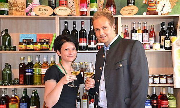 Nicole Meitz mit ihrem Weinhändler