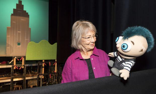 """Traude Kossatz' Puppen sind Unikate und werden in nur einem Stück verwendet, das """"Monster Monstantin"""" feiert heute Premiere."""