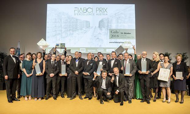 Die Gewinner und Finalisten des ersten Fiabci Prix d´Excellence mit Ehrengästen.