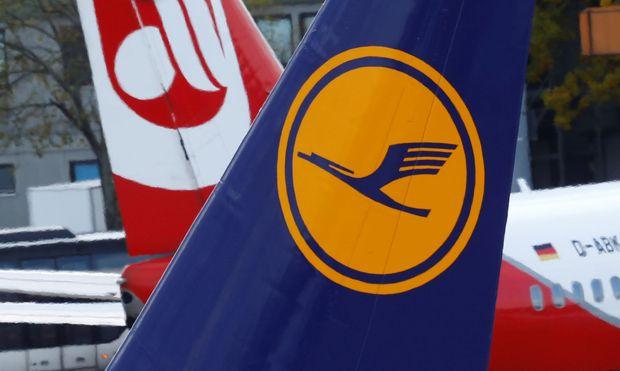 Der kommerzielle Absturz des Konkurrenten Air Berlin beschert der Lufthansa höhere Ticketpreise – und befeuert so den Höhenflug der Aktie.