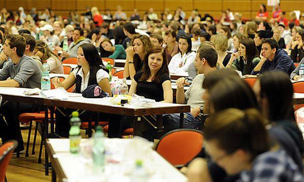 PSYCHOLOGIE-AUFNAHMETESTS IM AUSTRIA CENTER