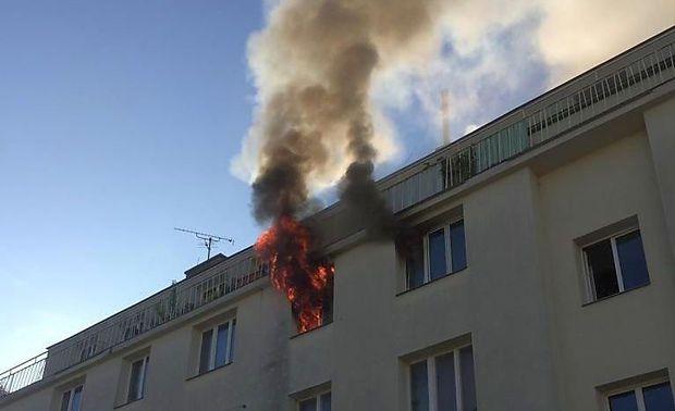Eine 60-jährige Frau kam bei dem Wohnungsbrand ums Leben.