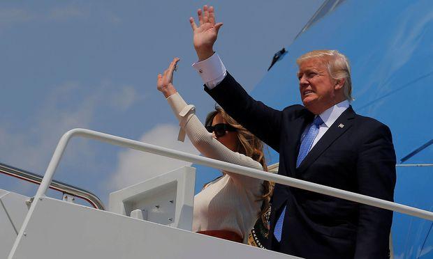 Donald Trump bei der Abreise nach Riad.