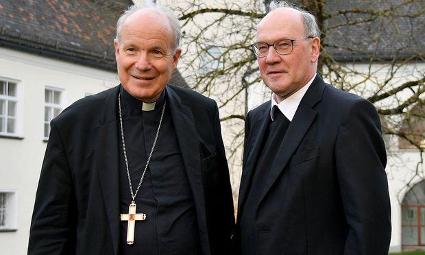 Kardinal Schönborn und sein früherer Weihbischof Schwarz bei der Bishcofskonferenz Afang November