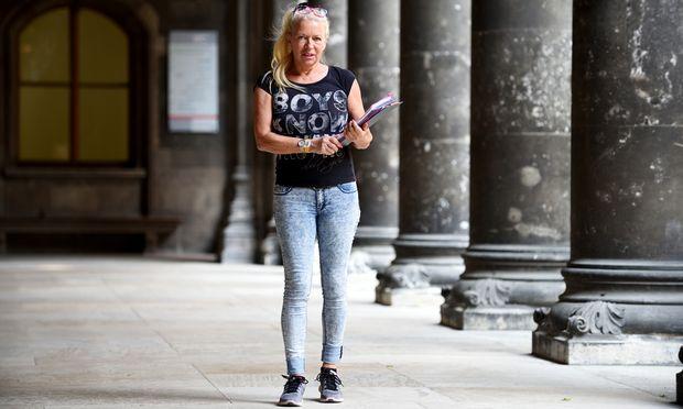 Derzeit koordiniert Elisabeth gut 40 Leute, die beim Wiener Rathaus beim Aufbau für den Life Ball helfen.