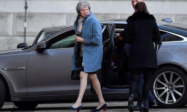 Theresa May sucht nach Wegen durch die Brexit-Krise.