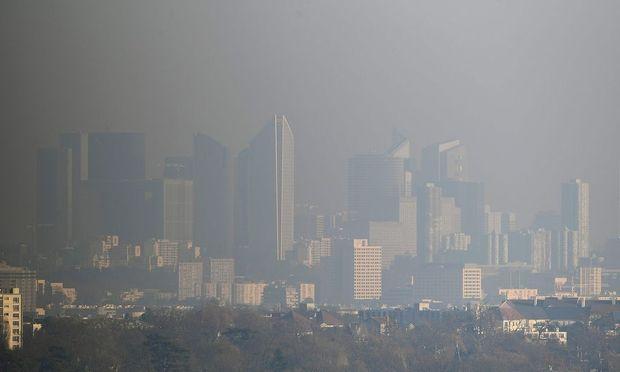 La Defense im Smog
