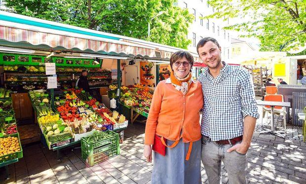 """Irene Pöhl und Florian Ott """"zu Hause"""" auf dem Kutschkermarkt in Währing."""