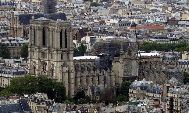 Bei dem Brand im April war das Dach und der Spitzturm der Kathedrale zerstört worden.