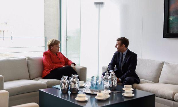Der neue französische Präsident, Emmanuel Macron, wird sich nach den Vorgaben der deutschen Kanzlerin, Angela Merkel, richten müssen: Europa ja, Eurobonds nein.