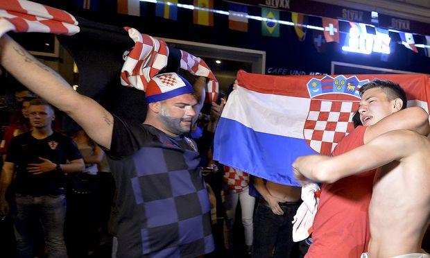 FUSSBALL-WM 2018: ENGLAND-KROATIEN: FANS AUF DER OTTAKRINGER STRASSE IN WIEN