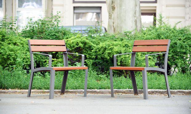 Hier ist kein Platz zum Schlafen. Die Einzelsitze statt der Parkbänke, wie hier am Spittelauer Platz im 9. Bezirk, werden auch in Wien sukzessive mehr