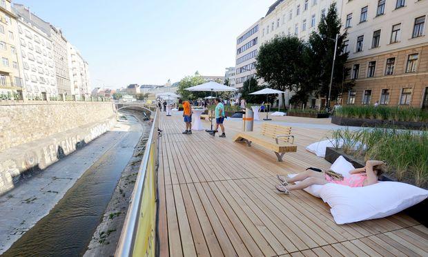 Beim Wienfluss wurden um 4,3 Mio. Euro öffentliche Terrassen errichtet, die aber de facto nicht wintertauglich sind.