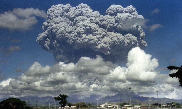 Mit seiner Wolke kühlte der Pinatubo die Erde um 0,5 Grad. Forscher wollen das simulieren.