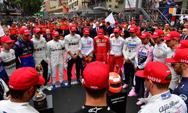 Gänsehautmoment vor dem Start in Monte Carlo: Alle 20 Fahrer versammelten sich zu einer Schweigeminute für den am Montag verstorbenen Niki Lauda.