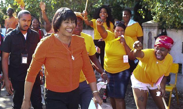 Premierministerin Portia Simpson-Miller (li.) hat die Wahl dann doch verloren