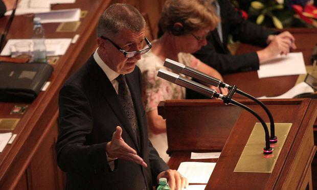 Ministerpräsident Babis und seine Minderheitsregierung bleiben im Amt.