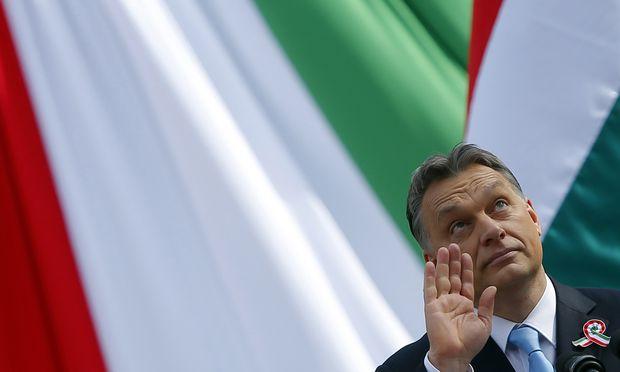 Erklärungsbedarf für den ungarischen Ministerpräsidenten, Viktor Orbán.  / Bild: (c) REUTERS (LASZLO BALOGH)