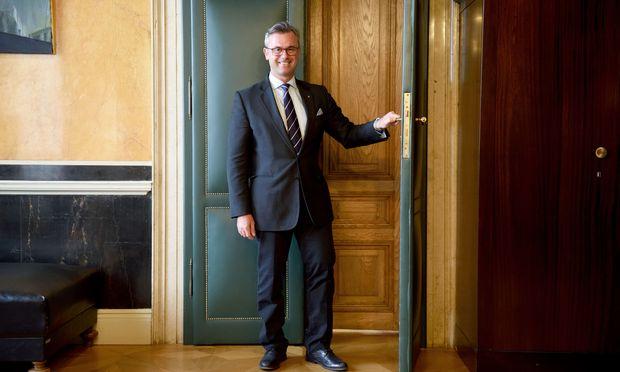 Regierungskoordinator Norbert Hofer wollte zwei Verbund-Aufsichtsräte - und geht vorerst leer aus.