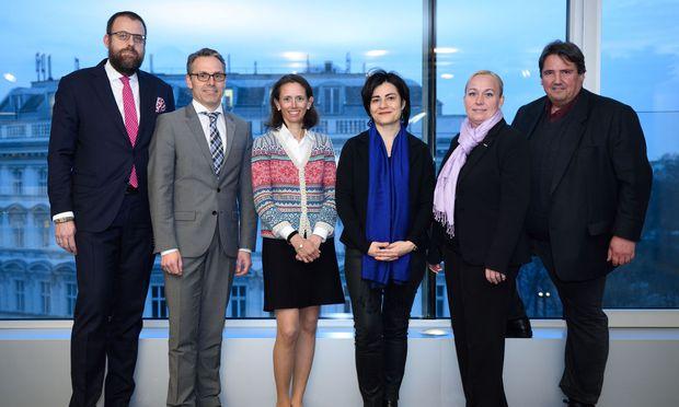 V. l.: Bernhard Müller, René Tritscher, Therese Niss, Judith Hecht (Moderation), Rosemarie Schön, Josef Muchitsch