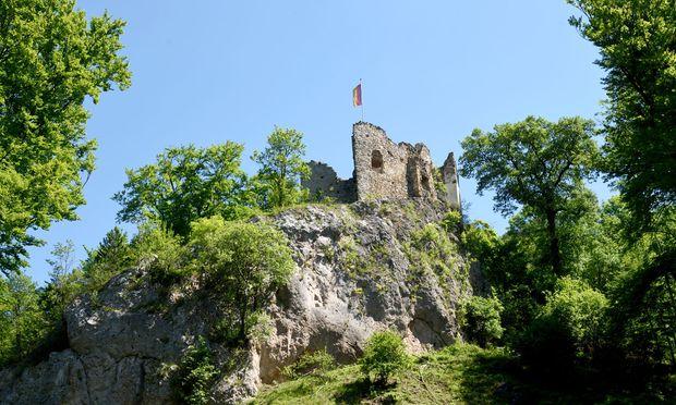 Die Ruine Johannstein: von unten bewundern, oben erkunden.