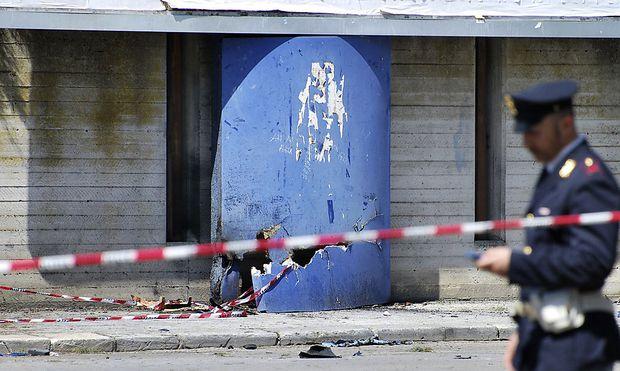 Der Tatort: Eine Berufsschule in Brindisi.